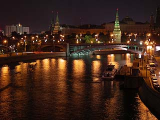407 Кремль с моста от Храма Христа Спасителя.  Kremlin from bridge of Church  of Christ Preserver.  188k